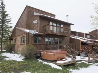 Private Hot Tub with Picturesque Mountain Views, Perfect for Families, Includes