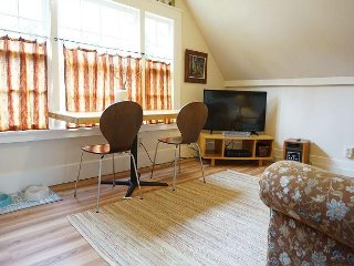 Downtown 1 Bdrm Loft in Arcata - Walk to Everything!  Nice Fenced Yard