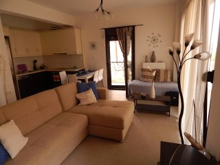 R15 Lovely maisonette very close to the beach
