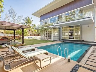 Luxurious 4-BR villa with a private pool, 2 km from Baga Beach
