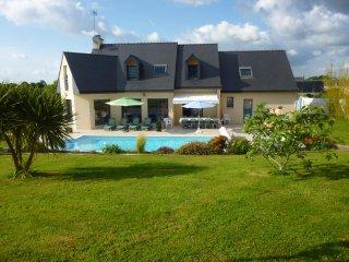 Superbe Villa 14 personnes,6 chambres,piscine privee, acces handicapes,8 kms mer