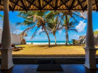 Lankamiya, private villa on the beach ,Wifi ,AC, Breakfasts,Cleaning included..
