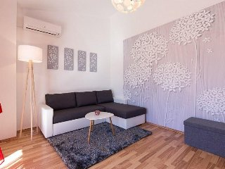 Modern and Attractive Flat Nadan nr. 1