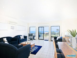 'Whale Views' Beachhouse - Victor Harbor
