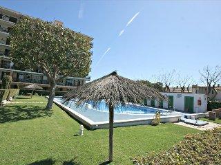 Apartamento para 6 equipado con piscina comunitaria, barbacoa, frontón y