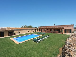 Lovely Country Holiday Home in Muro,