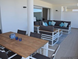 Modern 2 Bed Apartment with Large Terrace & WIFI, R131