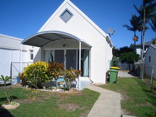 Tucked away for privacy - Walk to the foreshore - 6B Jabiru St