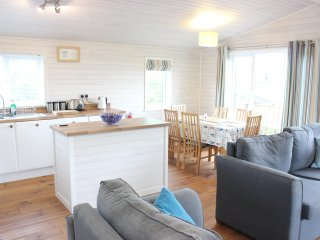 Beautiful 3 bedroom ' Four seasons' lodge on the North Coast of Cornwall.