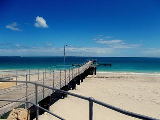 Cosy Home minutes to Fremantle, Beach and  Park