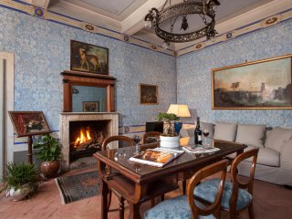 The Countess' Blue Suite