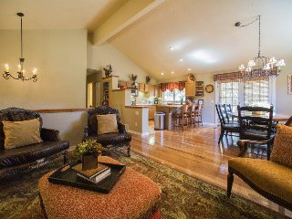 Lazy K Mountain Home - Immaculately decorated, private hot tub, close to free