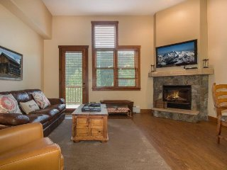 Keystone Red Hawk Townhome 2349 - River Run! Walk to slopes, views of ski area