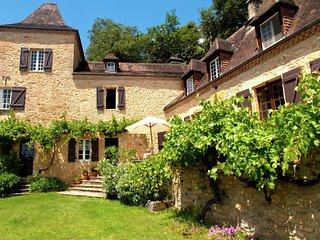 La Combe de Brague - Beautiful castle with swimming pool in the Dordogne.