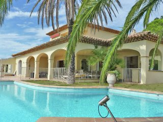 Les Milliades - Luxury villa with private pool and stunning views over the bay