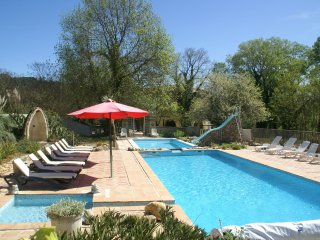 Ancien Magnanerie - Holiday villa with private swimming pools, large garden in southern France