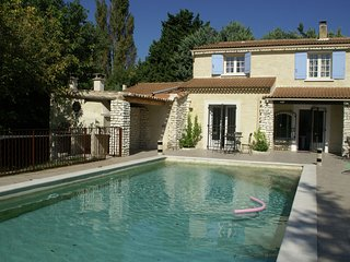 Maison de vacances - LE THOR - Spacious quiet Mas with bikes and pizza oven