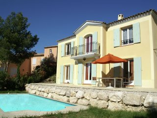 Mallemort - Stylish villa with beautiful pool in a nice resort with golf course!