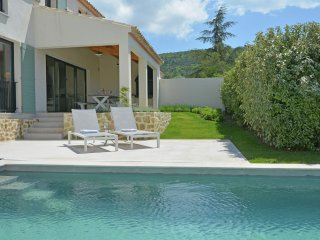 Villa Les Arts - Superb villa with heated private pool in domain within walking