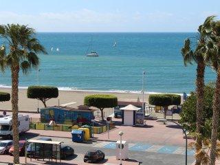 Primera línea de playa.  A/Acond. WIFI. Terraza. Vistas al mar
