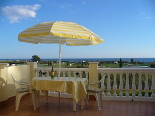 Air-Conditioned modern 3 Bedroom house,  Panoramic sea views close to beach