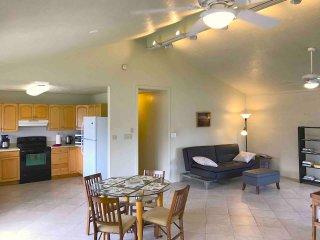 Kailua, Cozy, Spacious Duplex Home