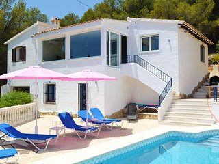 Casa Bartho - 3 Bedroom Villa with Sea Views and Private Pool