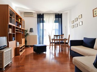 Bright and sunny flat with WiFi in Navigli!