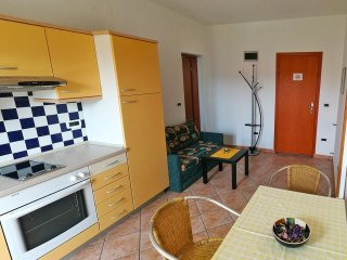Apartment with balcony in quiet area - free parking, WiFi, AC