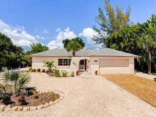 Endless Summer: Beautiful Pool Home, Lake Views, Great Location off West Gulf
