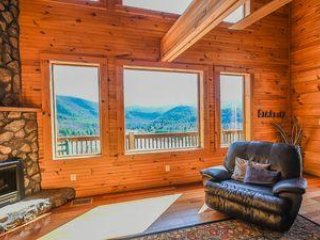 Lake Log Cabin Retreat *June Specials $299.99!* Breathtaking Views