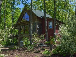 Quiet location within 5 minutes from Wisp & lake activities!