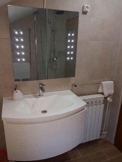 A3(4+1): bathroom