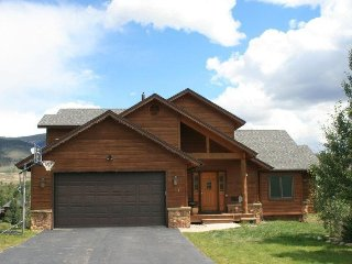 Gorgeous 5 bedroom home minutes from Keystone- Long Term Only 30 days or more!