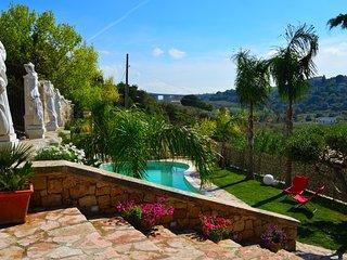 AL060 - Villa Giulia con piscina privata climatizzata bbq parking animali ammess