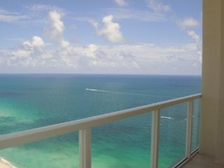 STUNNING 42nd FLOOR CONDO ON THE BEACH 1BEDROOM LA PERLA