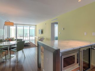 Stunning and Apartment in the heart of South Beach with parking spot and pool