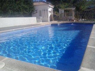Naturaleza y Confort para ti y tu familia. Disfruta de la piscina.