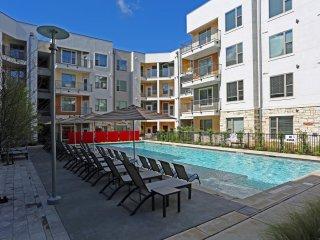 East Austin 2/2 Luxury Apartment! Steps to Downtown! 3ES2EEE