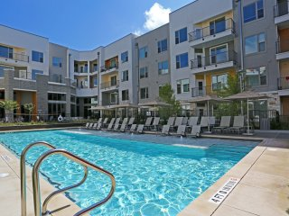 East Austin 2/2 Luxury Apartment! Steps to Downtown! 3ES2FFF