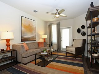 East Austin 2/2 Luxury Apartment! Steps to Downtown! 3ES2MMM