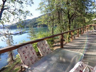 LAKEFRONT....MOST POPULAR Vacation Rental at Shasta Lake....'5 Star!'