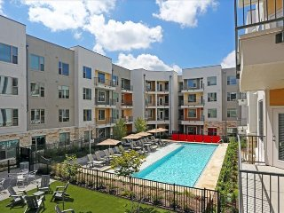 East Austin 2/2 Luxury Apartment! Steps to Downtown! 3ES2ZZZ