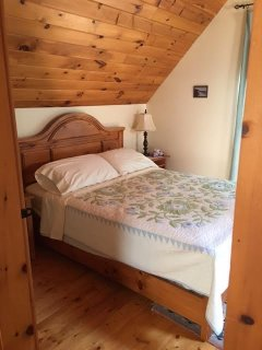 Pine master BR - queen size bed
