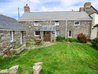 TYVOUNDER, granite cottage, woodburner, pet-friendly, close to beaches, Porthcur