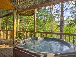 New! 'Crazy Fox Den' 2BR Gatlinburg Cabin w/Views!
