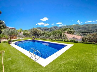Radiant Villa Sant Fost for up to 12 guests, 18km to Barcelona and the beach!