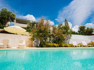Bouganvillia Seafront Villa 5 bedrooms