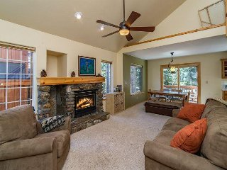 Truckee Condo with Private Hot Tub - Access 5-star Tahoe Donner Amenities