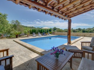 Hermosa casa familiar con piscina privada!